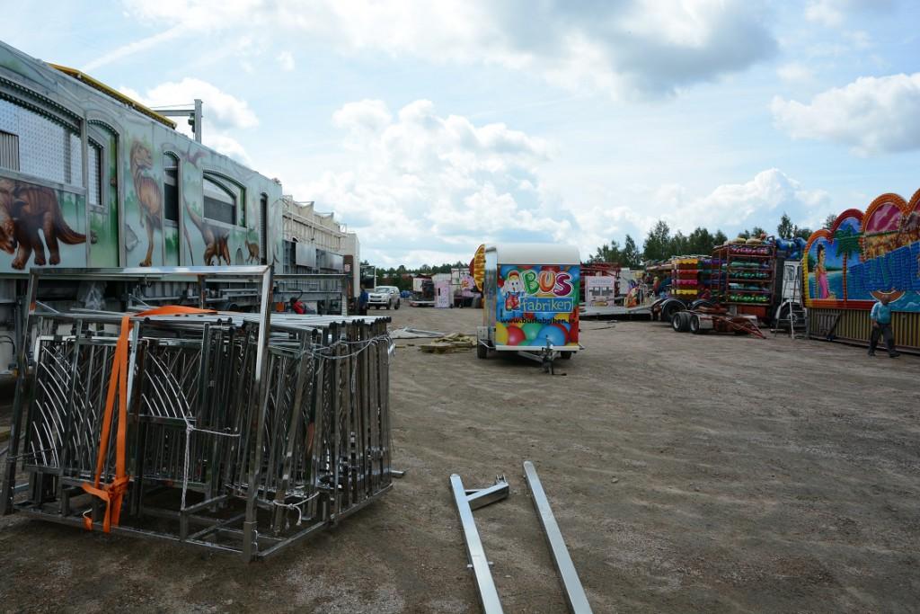 Hästveda marknad är under uppbyggnad, här tivolit som är betydligt större i år. Foto: Berit Önell
