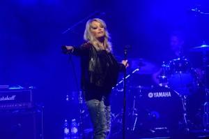 Bonnie Tyler hade god kontakt med publiken och det var många som ville sjunga med. Foto: Emil Önell