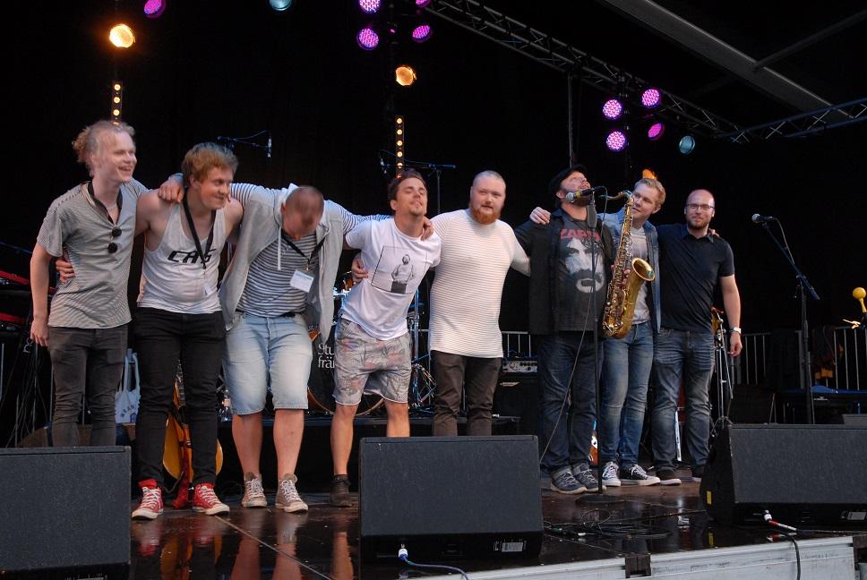 Carry a stone var ett av de lokala banden på lilla scenen. Foto: Urban Önell