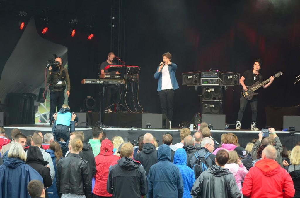 Dirty Loops var första bandet på stora scenen. Foto: Urban Önell