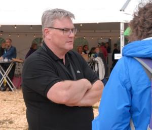 Jonas Johansson, vice festivalgeneral, hoppas att lördagens väder blir lite bättre. Foto: Urban Önell