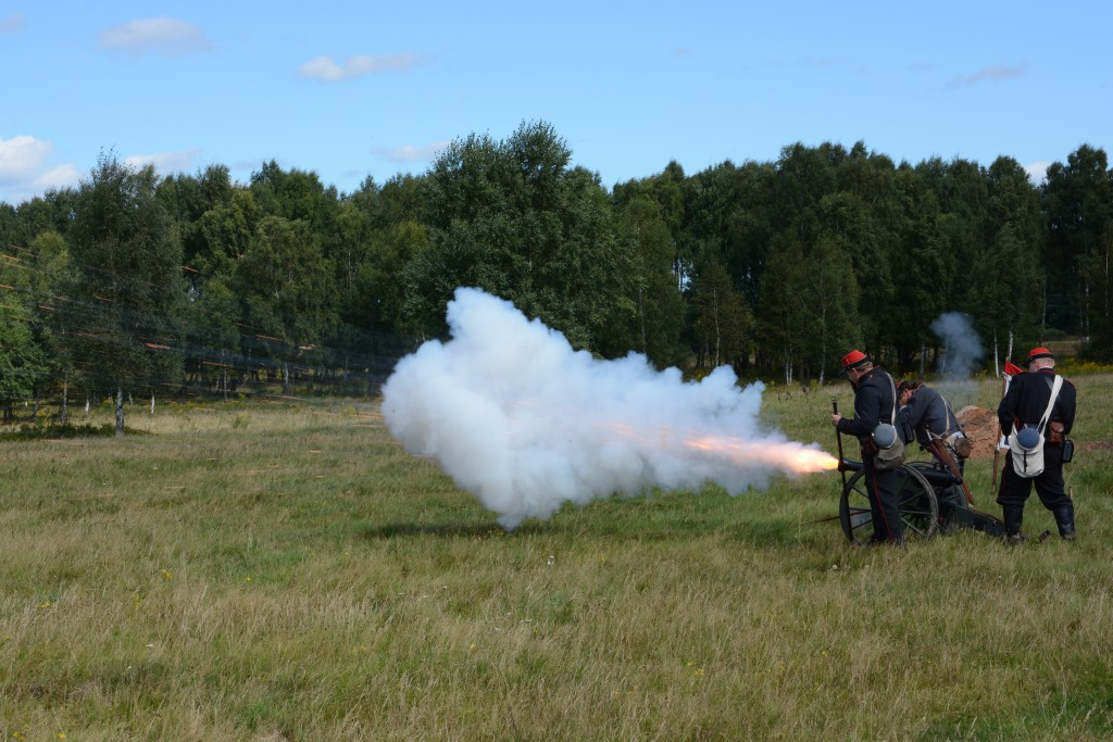 5th Co Washington Artillery of Scandinavia demonstrerar sin kanon i en rykande uppvisning. Förbandet, föreställande ett från amerikanska inbördeskriget, avfyrade strax efter även sina gevär. Foto: Emil Önell