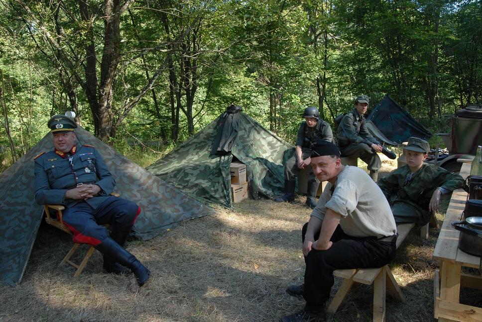 Under Möllerödsdagarna lever de militärhistoriskt intresserade lägerliv i tidstrogna uniformer. Foto: Urban Önell