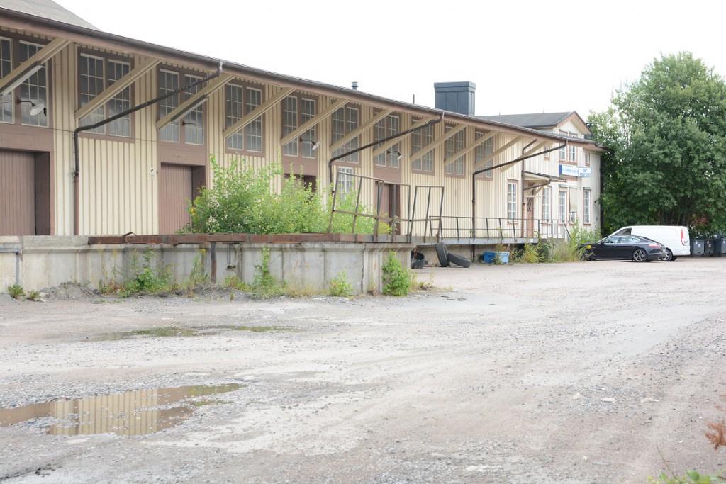 """Fastigheten som kommunen vill köpa för 14,3 miljoner kronor består av byggnader """"med blandad standard"""", enligt värderingen. Foto: Berit Önell"""
