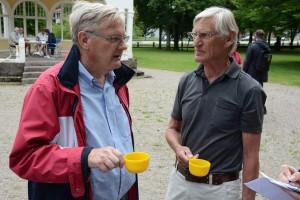 Douglas Roth (M), till vänster, och Ulf Råvik var kritiska till att namninsamlingen för en folkomröstning underkändes. Foto: Urban Önell