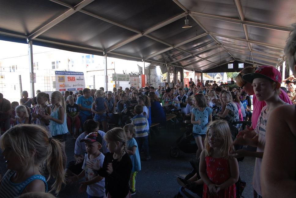 Tyringedagarnas program lockade mycket folk, här under konserten med Pidde pannkaka. Foto: Berit Önell