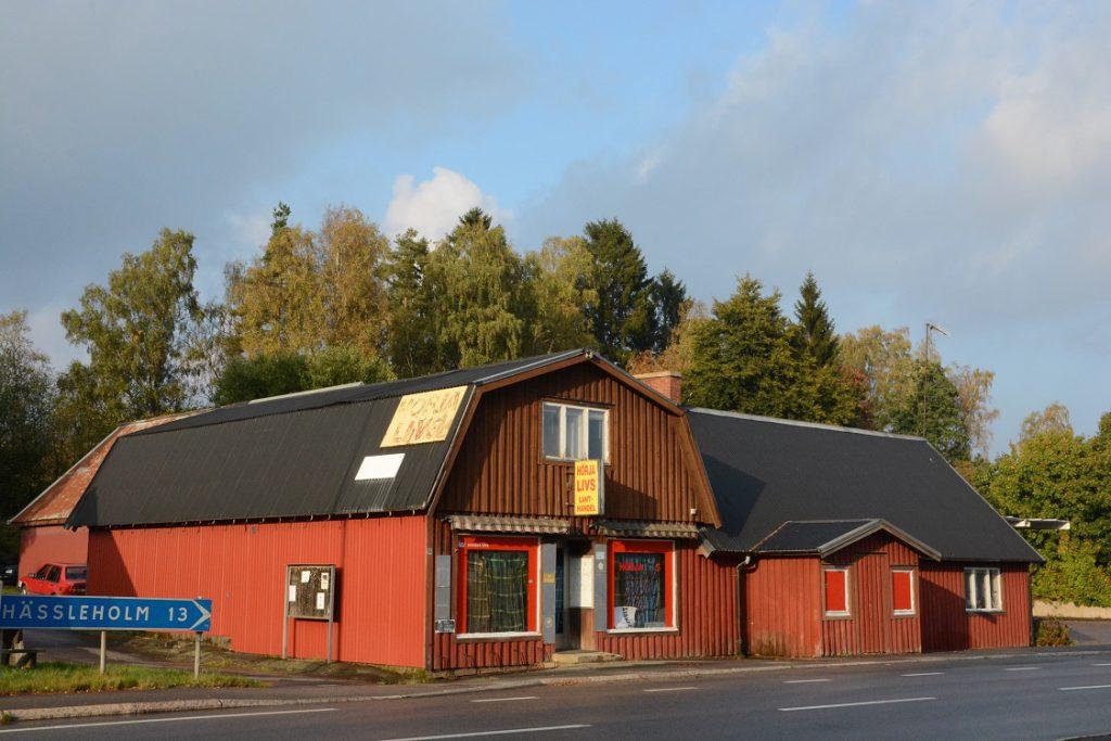 Tre år efter att lanthandeln Hörja Livs stängde är fastigheten nu såld och får inom kort nytt liv. Foto: Berit Önell