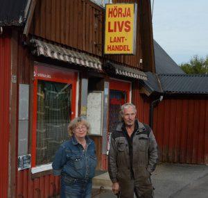 -Roligt för hela byn att det händer något i lokalerna, tycker Tord och Lena Nordström som efter tre år är glada att fastigheten äntligen är såld.