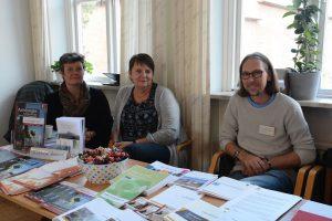 Kommunens anhörigstrateg Stina Lindén var på plats, liksom Helen Elmqvist samordnare kvinnofrid, och Per Ljungman, Novum samtalsterapi.