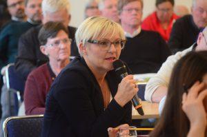Gunilla Holmberg, tidigare vd på Hässleholm Miljö, visade konferensdeltagare runt på Vankiva kretsloppscenter och passade också på att ställa en fråga till miljöministern