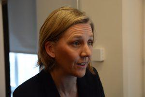 Karolina Skog hade inte mycket svar på Frilagts frågor om konflikten mellan bostadsbyggande och naturskydd.