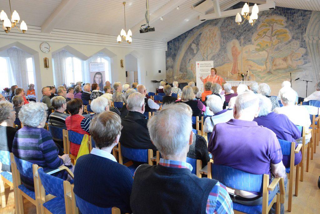 Firandet av anhörigdagen med bland andra Marianne Mörck fyllde församlingshemmet i Hässleholm. Foto: Berit Önell
