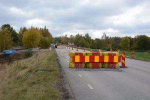 Vägen stängdes av utan de vanliga tillstånden från Trafikverket, men det godkändes i efterhand eftersom situationen bedömdes som en akut miljöfara.