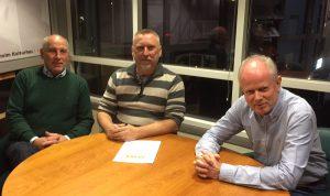 Den borgerliga allinasen har lagt fram sitt budgetförslag, från vänster Robin Gustavsson KD), John Bruun L) och Pär Palmgren M). Foto: Berit Önell