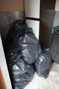 När tunnorna var fulla fick Bokebergsgårdens kökspersonal lägga soporna i säckar.