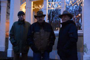 Peter Alf, till vänster, Leif henningsson och Evert Storm hoppas att fler politiska partier ska följa M:s exempel och göra en ny bedömning angående den dyra flytten av musikpaviljongen.