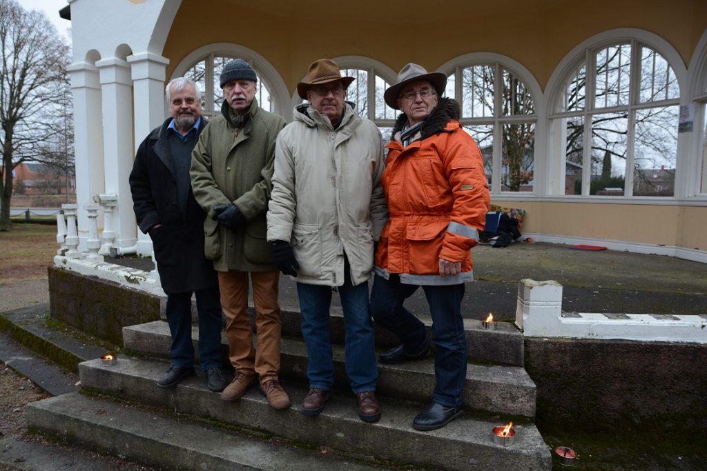 De är fast beslutna att hindra att musikpaviljongen rivs, från vänster Ronny Larsson, Peter Alf, Leif Henningsson och Evert Storm. Foto: Berit Önell