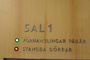 Kort efter att rättegången mot 17-åringen inletts beslöt tingsrätten om stängda dörrar under hela huvudförhandlingen. Foto: Berit Önell
