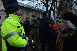 Kommunens projektledare Henrik Holmelin ringde polisen, men tvingades pausa arbetet i väntan på kammarrättens beslut.