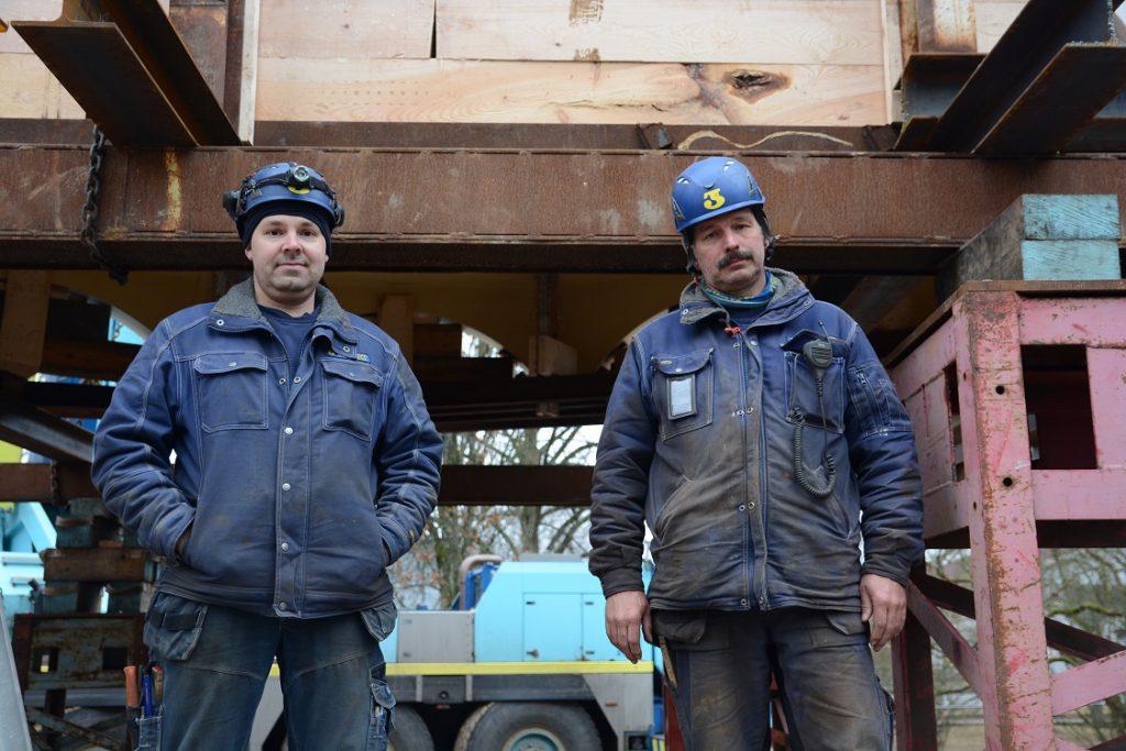 Magnus Åkesson, till vänster, och Torgny Pålsson från Sven Jinert AB hade arbetat med förberedelserna för flytten i tio dagar och var inte oroliga.