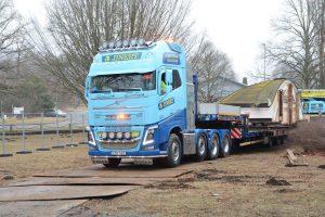 Körplåtarna skulle skydda mark och trädrötter från att ta skada av den tunga trailern.