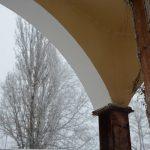 Taket på paviljongen ska sågas av jäms med järnbalkarna som nu blivit av med all puts.