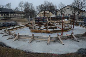 Grunden till den nya paviljongen är gjuten på kaserngården framför matsalen.