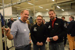 Niclas Bohman från Bravida Entreprenad uppskattar samarbetet med skolan och lärarna Roger Fast och Anders Davidsson.