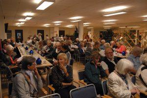 Vid större arrangemang kan det bli fullt i Seniorens lokaler. Bilden är tagen vid ett tidigare tillfälle i samband med en föreläsning om benskörhet. Det går att ta in maximalt 140 personer på en gång.
