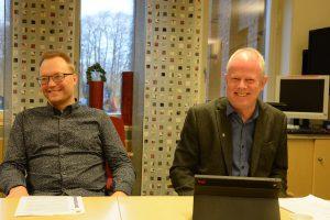 Ulf Erlandsson (SD), till vänster, och Pär Palmgren (M) tog på eftermiddagen över som ordförande respektive vice ordförande i kommunstyrelse och arbetsutskott.