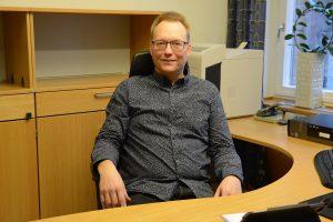 Ulf Erlandsson hann knappt installera sig som kommunalråd i stadshuset i Hässleholm innan han tvingades avgå, bland annat på grund av de felaktiga ersättningarna som han inte ville betala tillbaka till kommunen. Nu försvårar kommunen polisens förundersökning genom att inte lämna ut de uppgifter polisen behöver. Foto: Berit Önell
