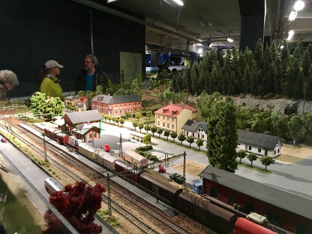 Modelljärnvägen i historisk Hässleholmsmiljö fascinerar många.