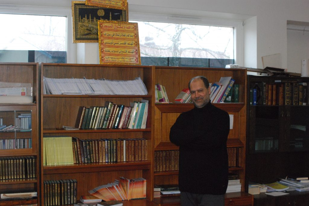 Ismail Daraggi är ordförande i Islamiska kulturcentret i Hässleholm, en moské med nolltolerans mot extremism. Han tog initiativ till den efter att i protest ha lämnat en tidigare moské i Hässleholm där imamen var extrem och sedan blev dömd för mordförsök efter en bilattack. Foto: Jonathan Önell