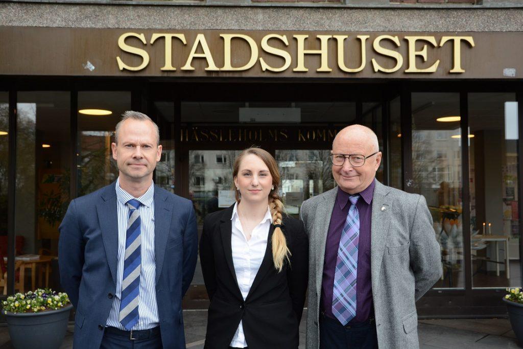 SD i Hässleholm avvaktar med att utse nytt kommunalråd. Regionrådet Patrik Jönsson vikarierar tills vidare på max 20 procent. Bland hans närmaste medarbetare som stöttar upp finns Hanna Nilsson och Lars Klees. Foto: Berit Önell