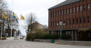 Hässleholms kommun flaggar på halv stång. Foto:Urban Önell