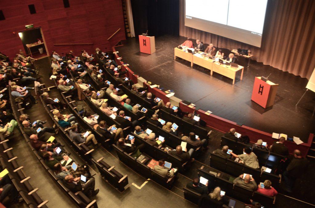 Kommunfullmäktige beslöt att bordlägga de kontroversiella valen till första och andra vice ordförande, inklusive valet till nytt kommunalråd efter Ulf Erlandsson. Foto: Anders Thall