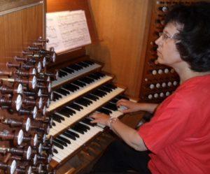 Musiken har alltid varit organisten Barbro Daun Schelin.s liv. Hon har satt upp stora körverk och gett egna orgelkonserter, här i Lunds domkyrka under Skånes orgelveckor 2013. Foto: Privat