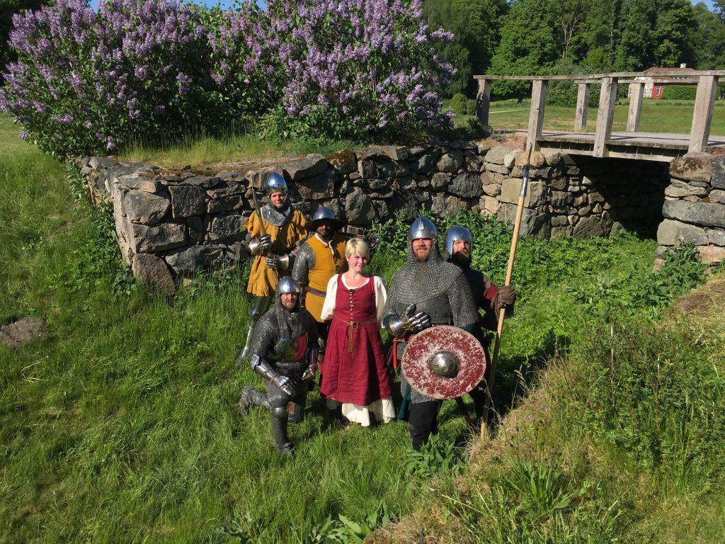 Vallgraven full av riddare - och en vän jungfru. Dessa krigare, som representerar stage fighters, kallar sig Condottieri. De dök upp lite varstans på Hovdala och visade upp strid till fots.