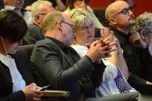 Mats Sturesson (C ) lyckades inte återerövra kommunalrådsposten. Lena Wallentheim fick nöja sig med att stanna kvar som andre vice ordförande i kommunstyrelsen.