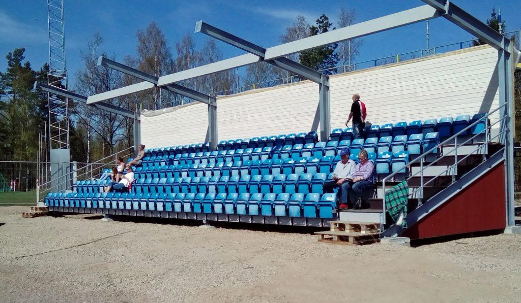 Den nybyggda, inte helt färdiga, läktaren smyginvigdes vid lördagens match. Foto: Gert Jacobsson