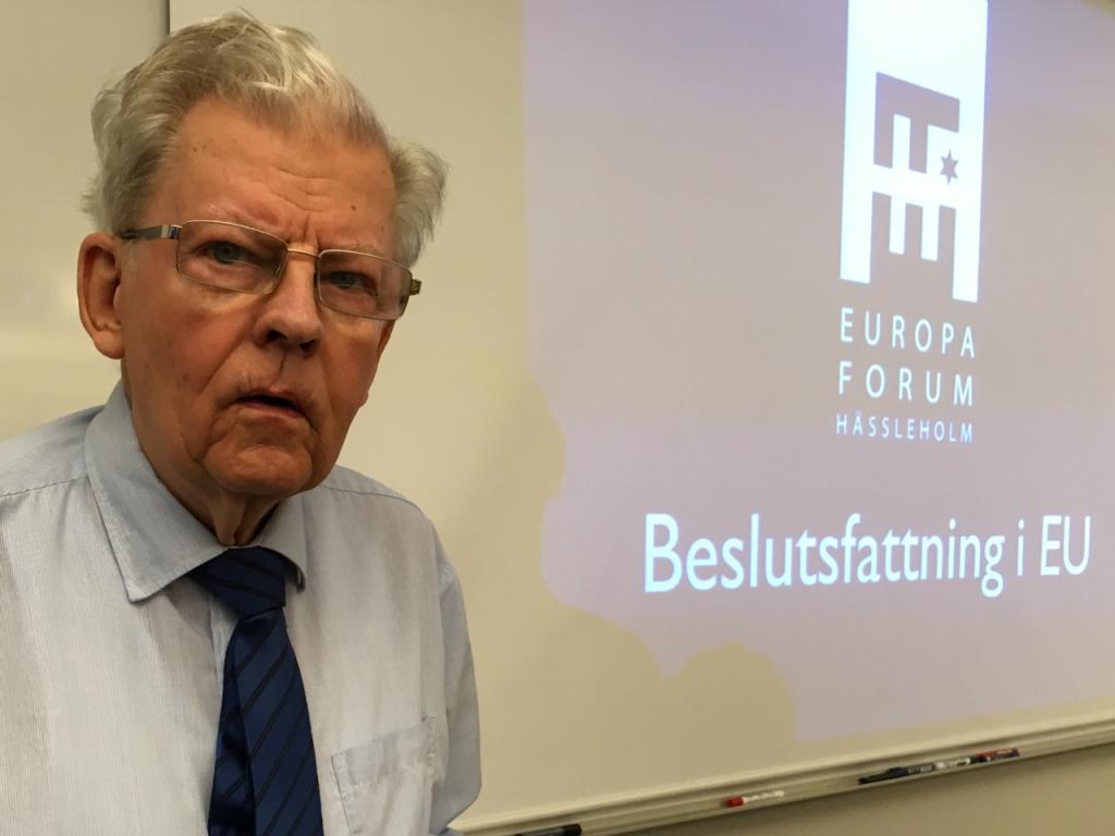 Gunnar Götborg, 86, vill hålla sig ajour.