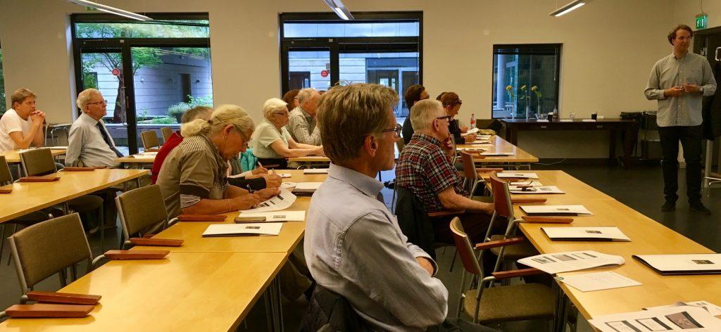En intresserad publik lyssnade uppmärksamt på Ludvig Einarsson och (Mattis Kristoffersons) EU-kunskaper.