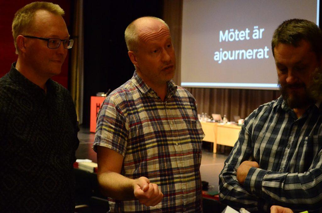 Det nya lokala partiet Kommunens röst presenterade sig i samband med måndagskvällens kommunfullmäktige, från vänster Ulf Erlandsson, Håkan Spångberg och Michael Strömberg. Foto: Urban Önell