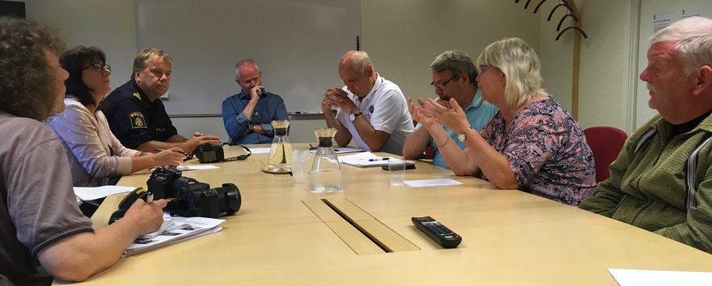 Vid presskonferensen om mötet i Ljusets moské medverkade bland andra Hans-Göran Hansson (t h), Lena Wallentheim, Anders Nählstedt, Robin Gustavsson och Pär Palmgren. Foto: Lotta Persson