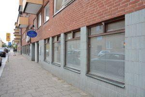 Samlingslokalen på Östergatan har fått tidsbegränsat bygglov i två år och väntas öppna inom några veckor. Foto: Berit Önell