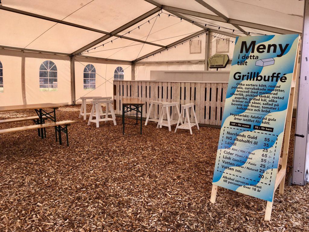 Det finns flera menyer att välja på i tälten.