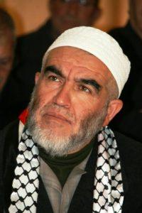 """Raed Salah, predikant som gillas av en av Ljusets moskés styrelsemedlemmar. Efter IS framgångar i Irak sa han: """"Om Gud vill kommer Jerusalem snart bli huvudstaden i det globala kalifatet"""". Han har skyllt hedersmord på feminismen."""