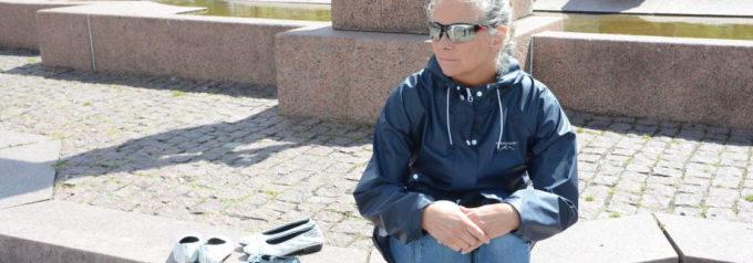 Tomma skor på torget för gömda kvinnor och barn
