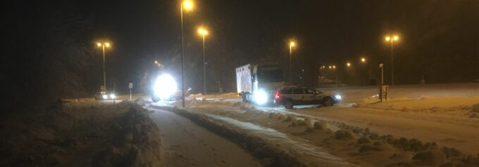 Snökaos kring Hässleholm – Vägar avstängda